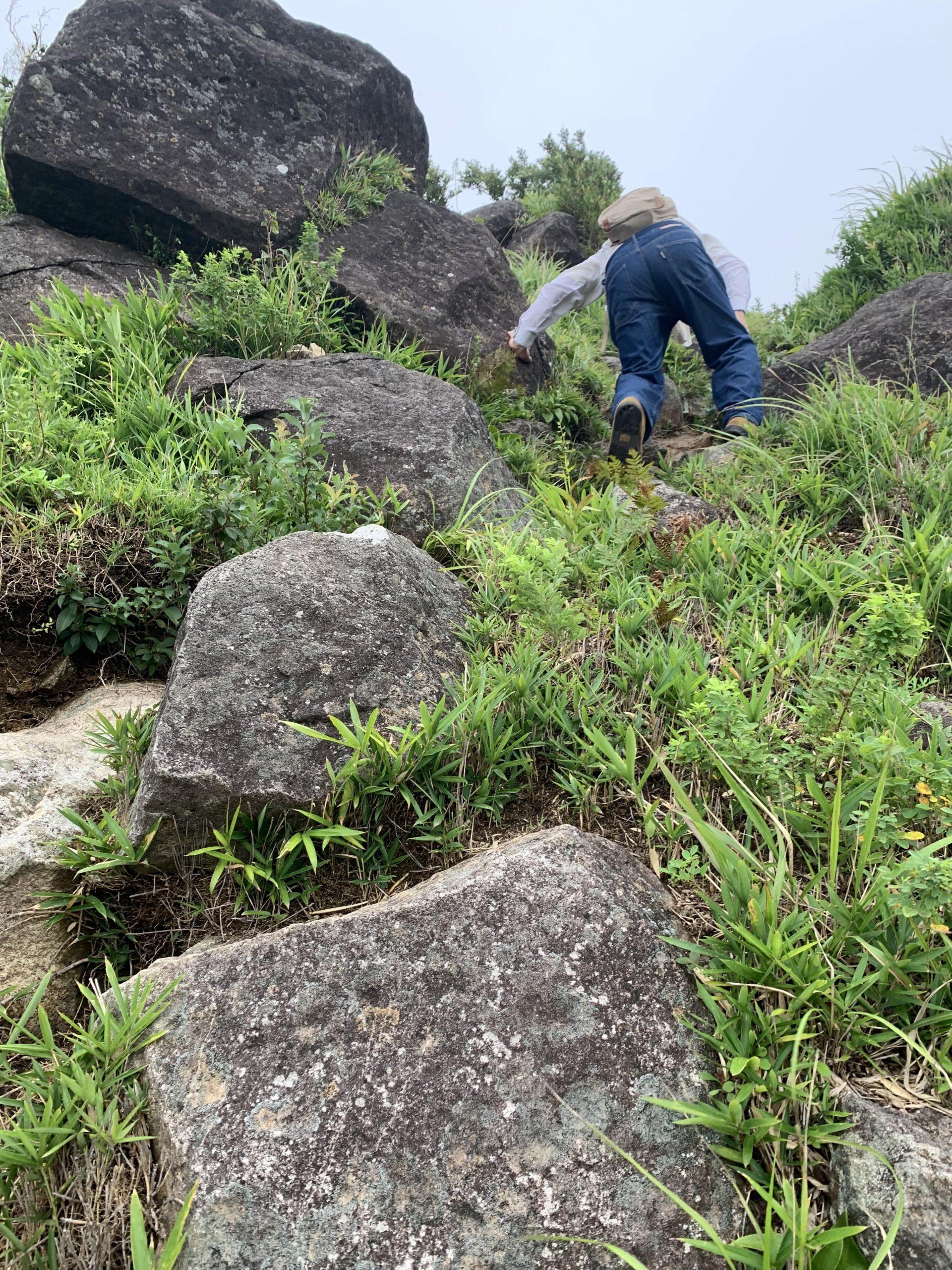 一ノ峯 急な岩